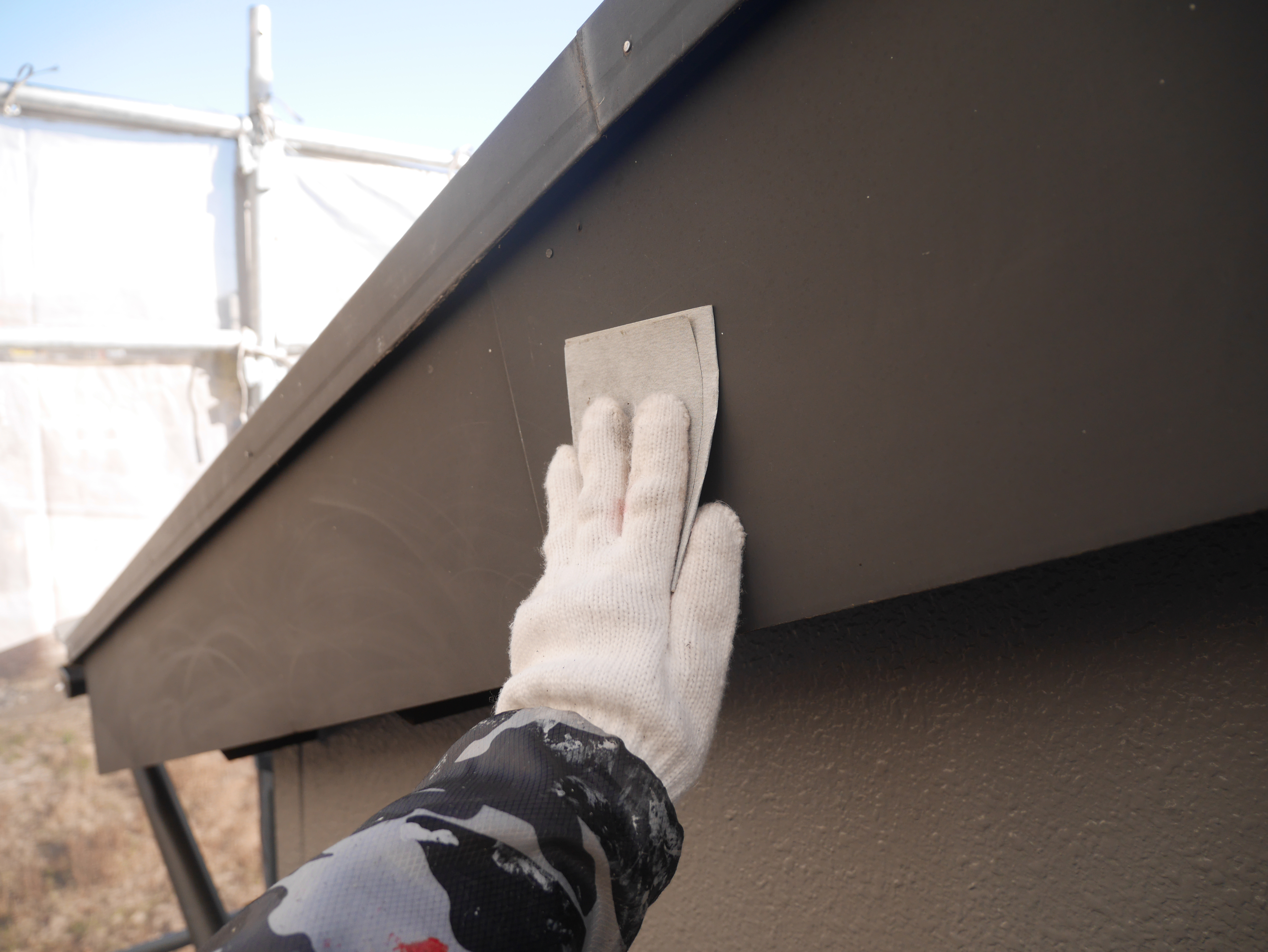 屋根塗装の現場です